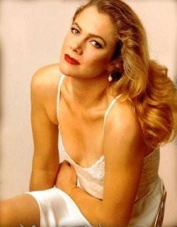 Kathleen-Turner-Says-Ta-Ta-To-Hollywood-2.jpg